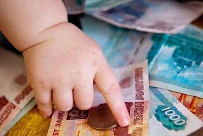Банк отбирал у многодетной матери детские пособия
