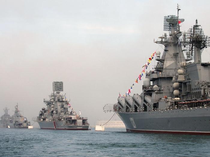 Черноморский флот готов обеспечить безопасность судоходства в Азовском море