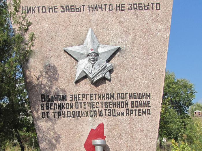 Шахтинские памятники начинают готовить ко Дню Победы