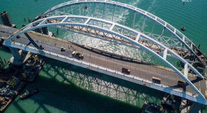 Завершено асфальтирование автомобильной части Крымского моста. ВИДЕО