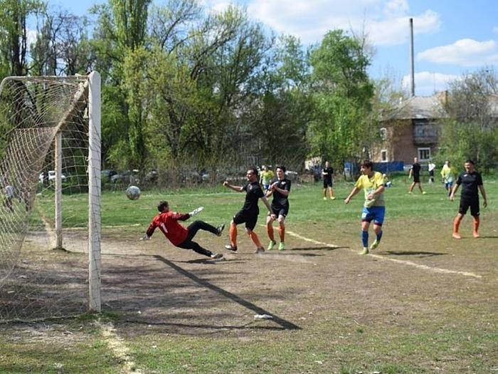 На футбольном поле машзавода сыграли на Кубок открытия сезона