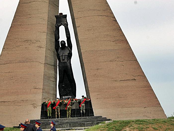 День Победы в Шахтах начался с красинского мемориала