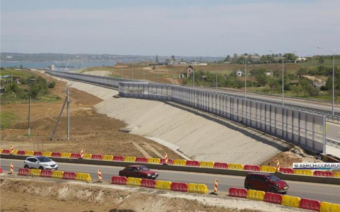 В Керчи открыто движение по путепроводу к Крымскому мосту. ВИДЕО