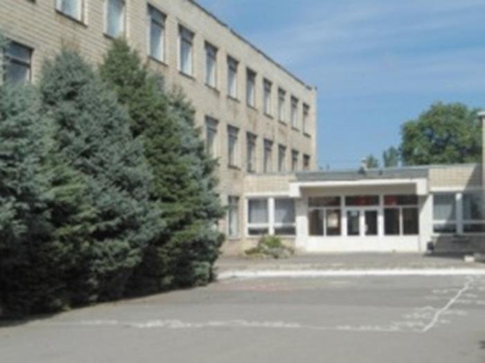 Почти за целый учебный год не смогли найти нового директора для школы N41