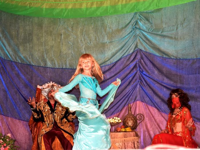 Юные принцессы пригласили зрителей в восточную сказку