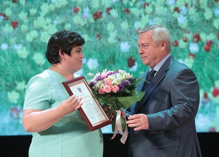 """Педагог """"Добродеи"""" Надежда Антонова получила благодарность губернатора"""