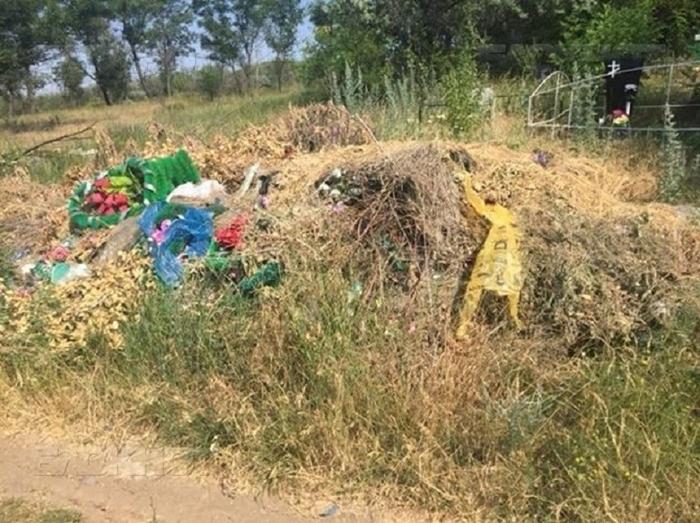 Шахтинская прокуратура через суд добивается уборки на городских кладбищах