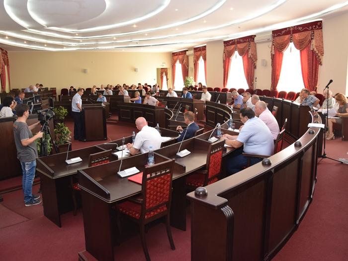 Депутаты приняли отчёты и внесли изменения