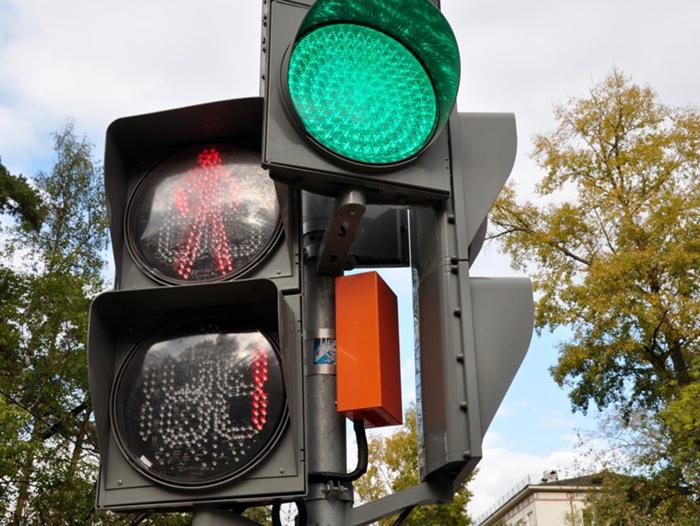 На нескольких улицах регулировать движение транспорта теперь будут светофоры