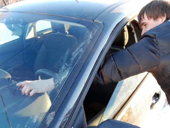 Полицейские по горячим следам задержали подозреваемого в краже