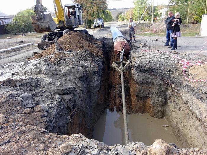 В Шахтах продолжается строительство водовода от трассы М4-Дон до улицы Фруктовой
