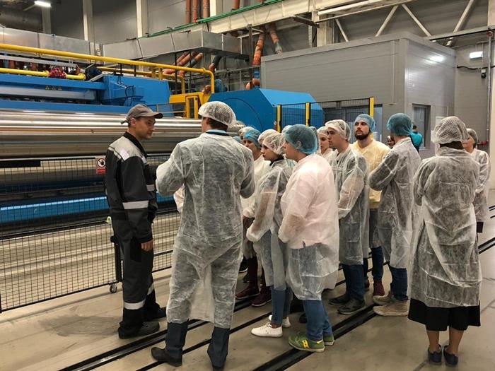 Студентов пригласили на завод