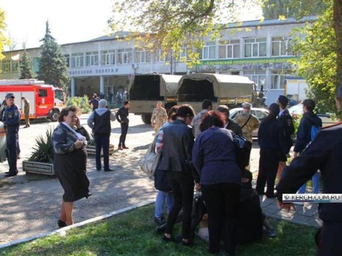 В ликвидации последствий трагедии в Керчи участвуют ростовские #спасатели
