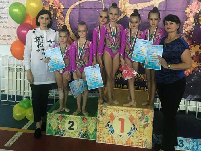 Золотые медали посыпались гроздями на шахтинских гимнасток