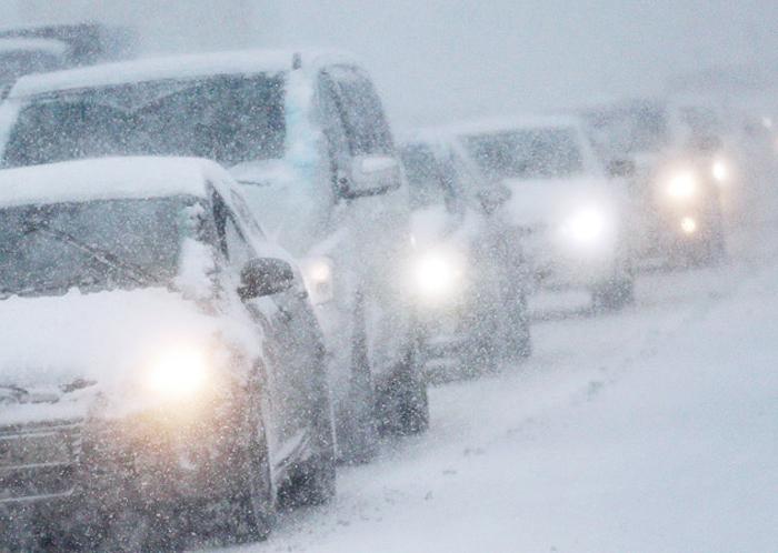 Из-за снегопада в городе случился транспортный коллапс