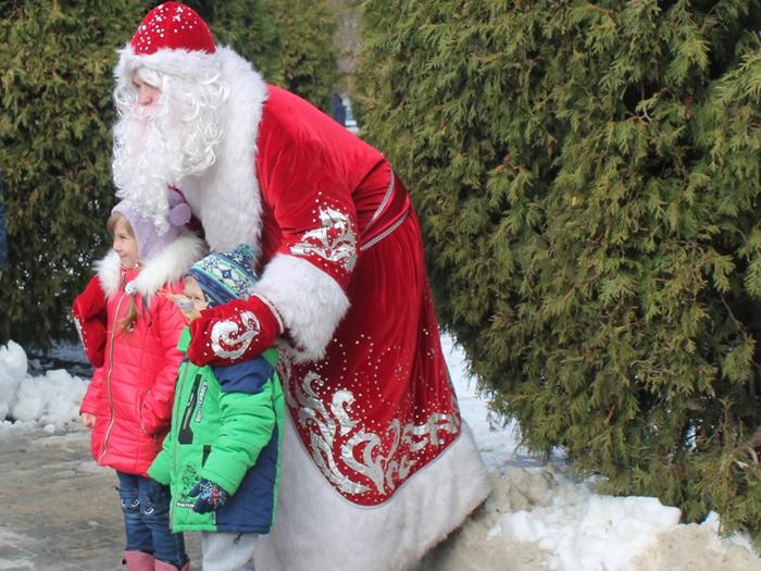 Маленькие шахтинцы поздравили Деда Мороза с днём рождения