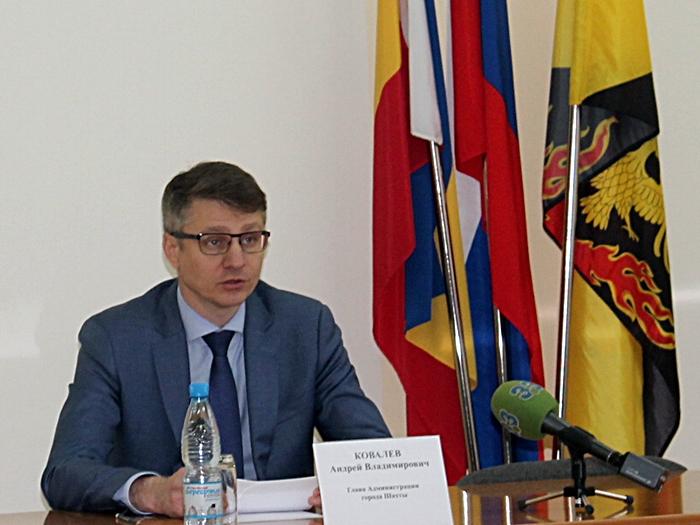 Андрей Ковалёв рассказал, как будут наводить порядок на шахтинских кладбищах