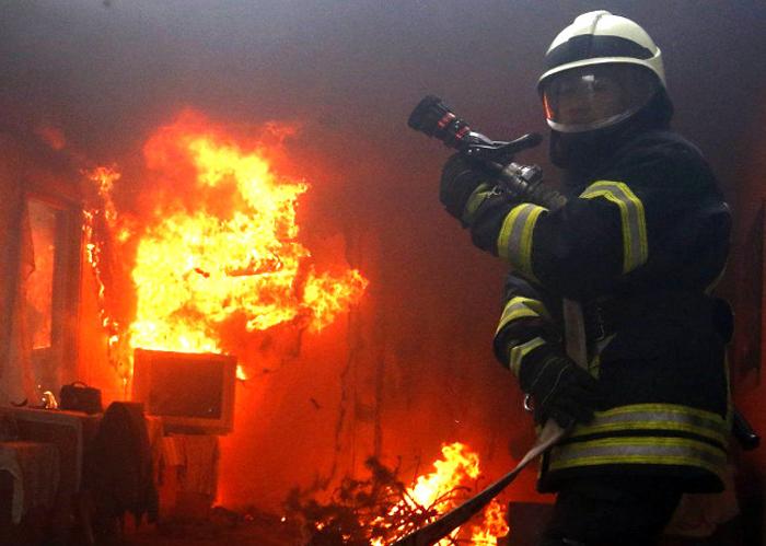 В пожаре погибли мать и сын