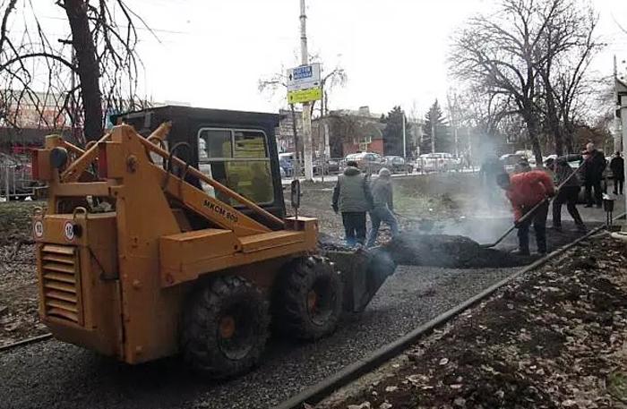 Ремонт тротуаров и асфальтирование дворов решили провести в разгар зимы
