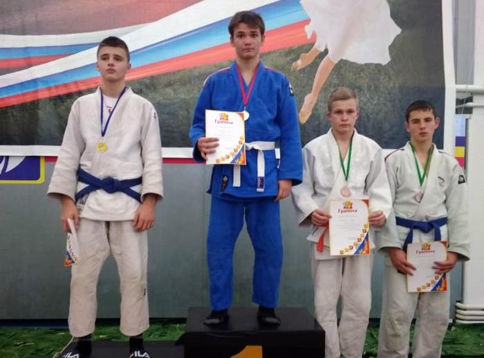 Дзюдоисты получили новые медали за победы в областном турнире