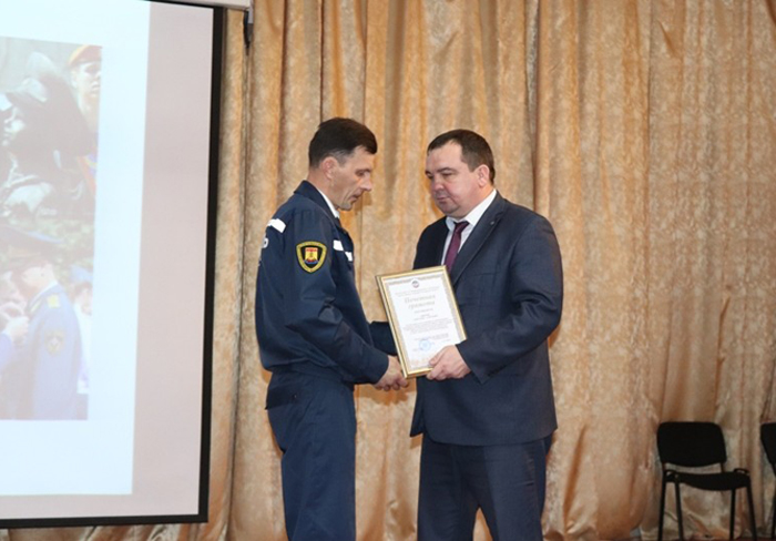 В преддверии Дня спасателя лучшим сотрудникам МЧС вручены награды