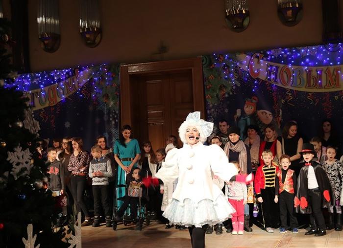В драмтеатре устроили представление для детей с ограниченными возможностями