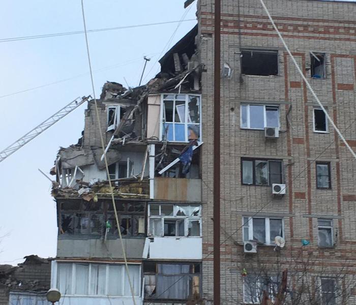 В результате взрыва обрушились верхние этажи многоквартирного дома на Хабарова