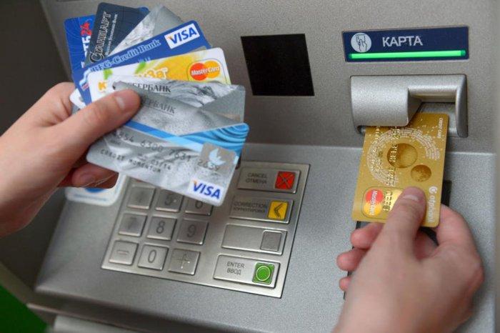 Банки начали блокировать карты за перевод 1000 рублей