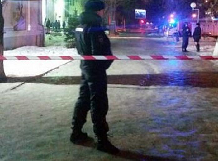 Посетителей и персонал Дворца спорта эвакуировали