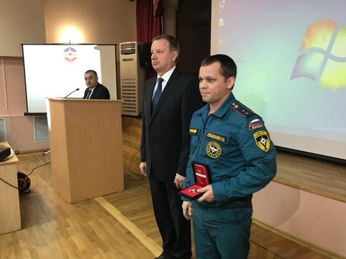 """""""За ратную службу"""" получили награды спасатели, принимавшие участие в ликвидации последствий взрыва в Шахтах"""