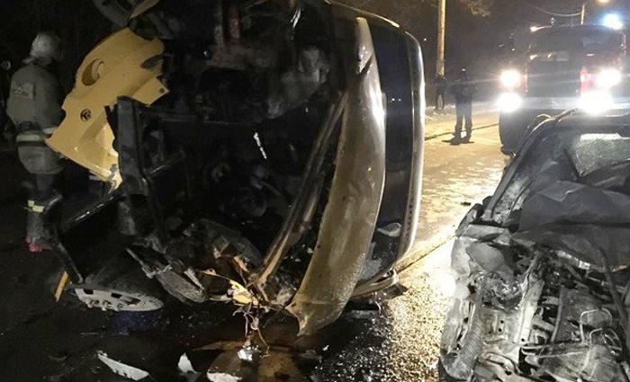 """Маршрутка попала в страшную аварию на автодороге """"Центр-Артем"""""""