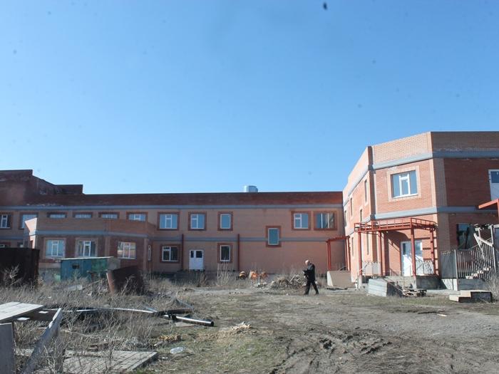 Детский сад на ХБК вновь обещают достроить до конца года