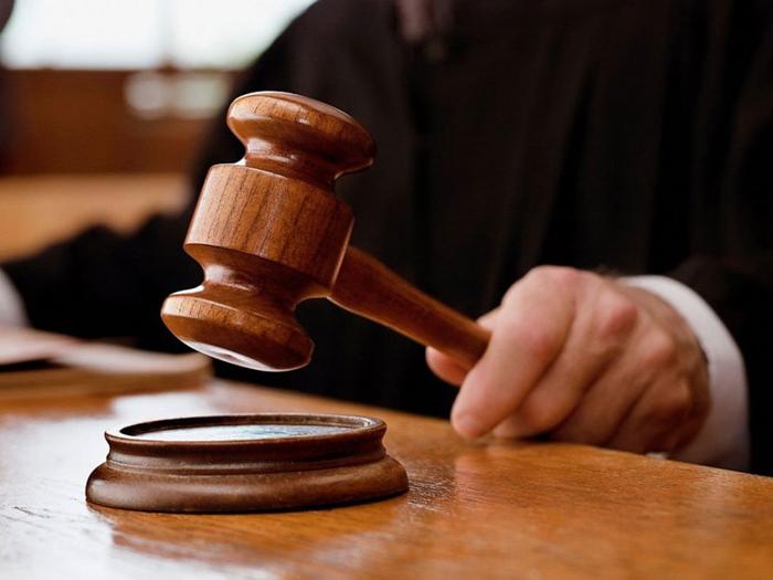 Бухгалтера взяли под стражу в зале суда