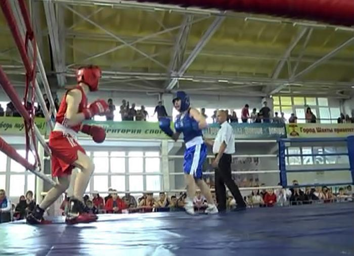 Открытый турнир города по боксу на кубок общественного совета при УМВД проходит в манеже
