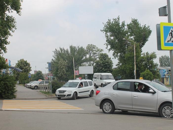 """Забастовка """"семейных"""" таксистов рассосалась к обеду"""