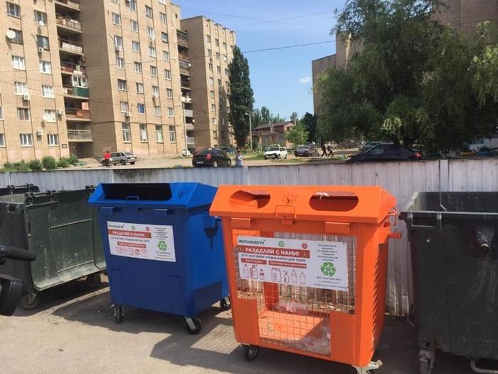 На ХБК появились контейнеры для макулатуры и пластиковых бутылок