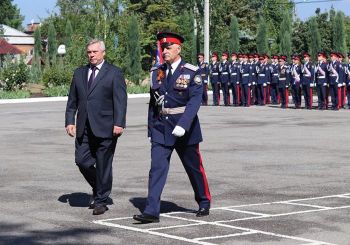 Выпускников-кадет поздравил губернатор Ростовской области