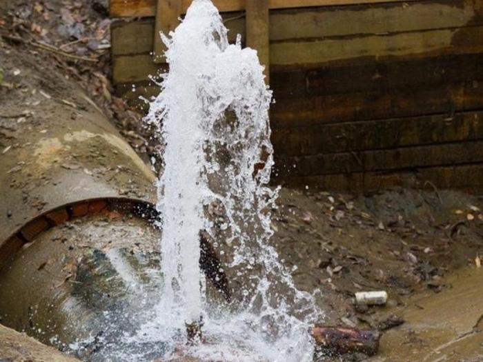 На ремонт аварийных участков водопровода в Шахтах выделено  около 7 миллионов рублей