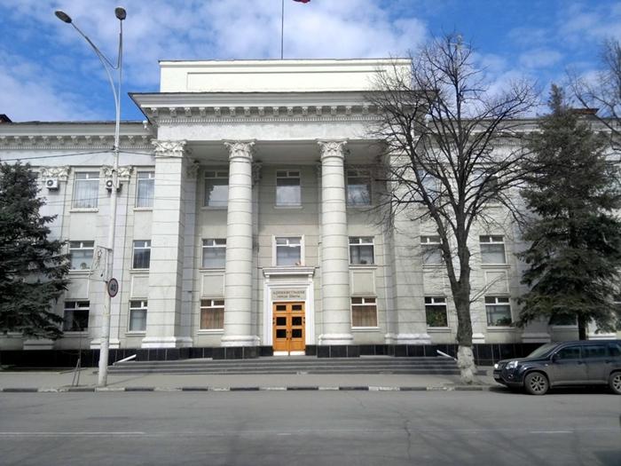 Городская власть теперь сможет замещать нотариуса, но полностью лишилась права регулировать коммунальные тарифы